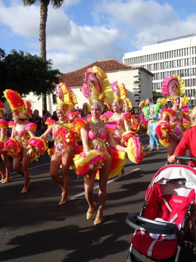 Rio-style dancers in the Santa Cruz carnival